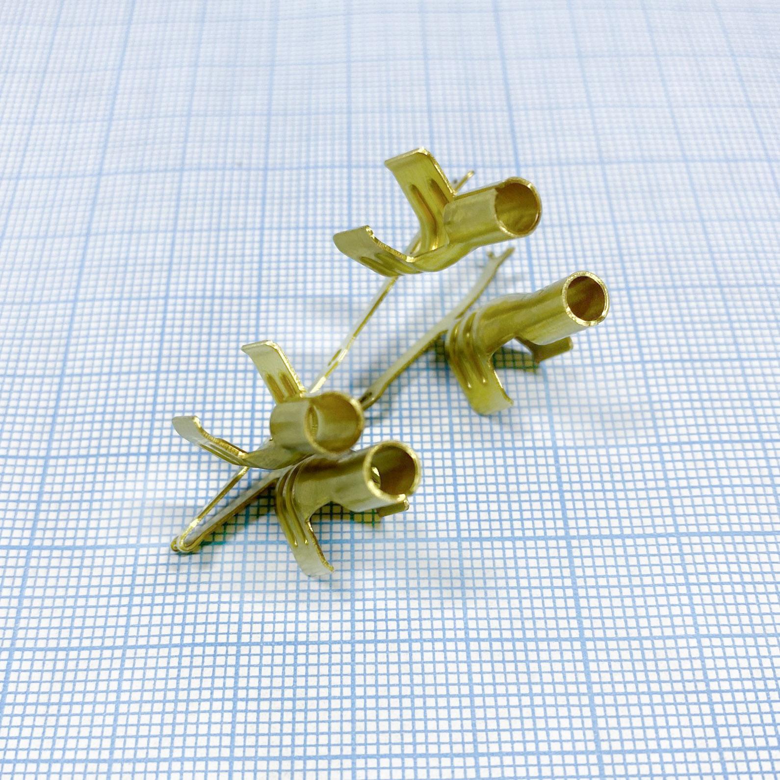 Клемма присоединительная 4 мм для кабеля поджига диаметром 7 мм